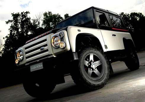 Land Rover Defender แต่งโฉมทูโทน เพิ่มอีก 30 แรงม้า ผลงานร่วม Aznom และ Romeo Ferraris
