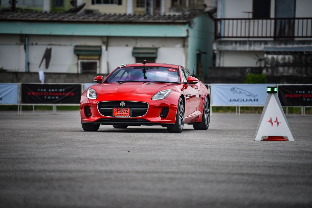 แลนด์โรเวอร์ ชื่อนี้มาพร้อมสมรรถนะ4WD จากัวร์เสือ ในสนามแข่ง
