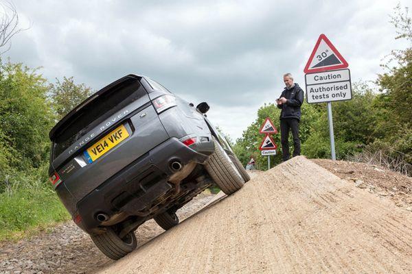 "Land Rover โชว์เหนือ เปิดตัว Range Rover Sport ควบคุมด้วย ""สมาร์ทโฟน"""