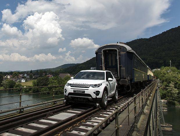 Land Rover Discovery โชว์พลังลากรถไฟหนัก 100 ตัน (ชมคลิป)