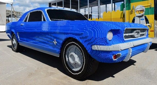 1964 Ford Mustang รุ่นพิเศษที่ผลิตด้วยชิ้นส่วน Lego เฉลิมฉลอง 40 ปี Indianapolis Motor Speedway