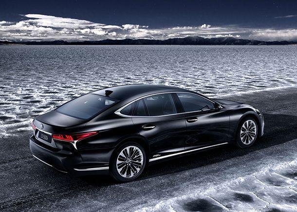 Lexus LS 500h ไฮบริดเพื่อสิ่งแวดล้อมจ่อเปิดตัวที่เจนีวา