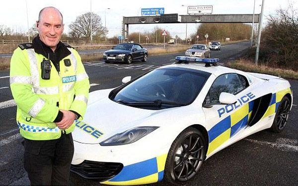 ไม่น้อยหน้า! ตำรวจอังกฤษใช้ McLaren 12C Spider เป็นรถสายตรวจ