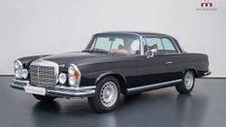 คุณปู่ซู่ซ่า! Mercedes-Benz W111 รุ่นปี 1970 วางขุมพลัง AMG V8