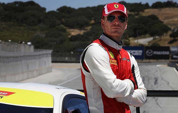 สาวกรี๊ด! ไมเคิล ฟาสเบนเดอร์ สวมชุดแข่งชิงชัยรายการ Ferrari Challenge