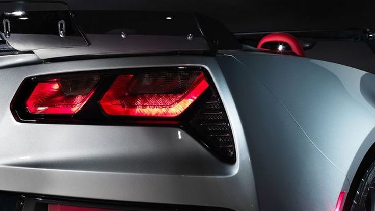 Chevrolet วางแผนเปิดตัว Corvette เครื่องยนต์กลางลำภายในปี 2018