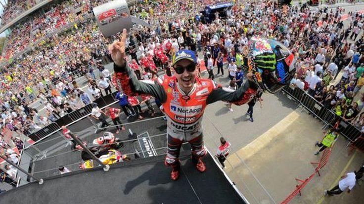 [MotoGP] ลอเรนโซ่ คว้าชัยเป็นสนามที่ 2 ติดต่อกัน ด้านมาเกซกับรอสซี่ คว้าโพเดี้ยมเช่นเดิม