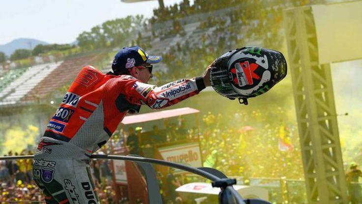[MotoGP] อมยิ้มคว้าแชมป์แรกในนาม Ducati ส่วนมาเกซหล่อลื่น ล้มไร้แต้ม !