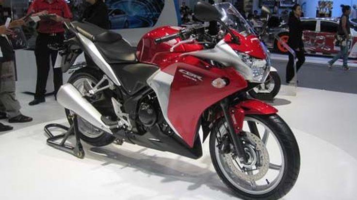 Motor Expo 2010: Honda CBR250R หลากสีพร้อมเพื่อนๆ เปิดซุ้มอวดโฉมข้างบูธ
