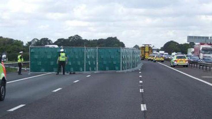 ไอเดียเลิศ รัฐบาลอังกฤษเตรียมใช้แผงบังตา ป้องกันผู้ขับขี่ชะลอรถดูอุบัติเหตุ