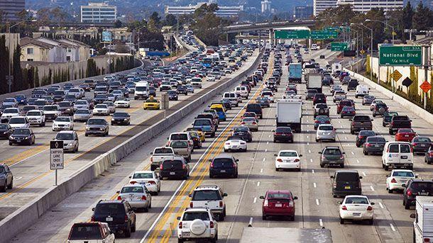 """สหรัฐอเมริกาผ่านร่างกฎหมาย """"ห้ามขับช้า"""" ในเลนที่ใช้แซง"""