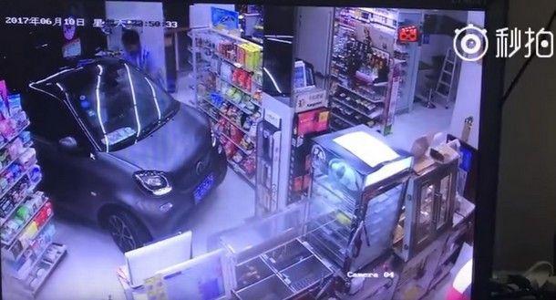 [ชมคลิป] แบบนี้ก็ได้หรอ !! วิธี Drive-Thru แบบใหม่จากชาวจีนที่อยากจอดรถนอกร้าน