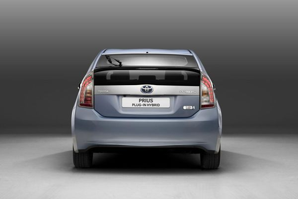 Toyota Prius รุ่นใหม่เลื่อนการเปิดตัวไปปลายปีหน้า หลังพบปัญหาการออกแบบ