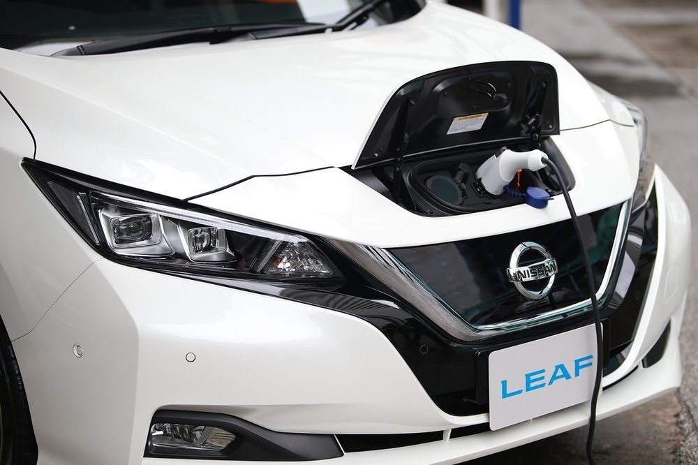 Nissan จับมือ กฟน. ติดตั้งเครื่องชาร์จไฟฟ้าที่บ้านรองรับ Nissan Leaf