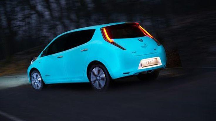 Nissan ทำเก๋ สาดสีตัวถัง Leaf แบบเรืองแสง