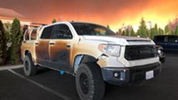 ฮีโร่ในชีวิตจริง พยาบาลหนุ่มควบรถกระบะ Toyota Tundra ช่วยผู้ประสบภัยผ่าไฟป่าครั้งใหญ่