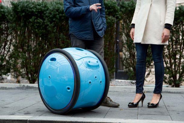 Piaggio Gita นวัตกรรมพาหนะเคลื่อนที่อัตโนมัติเสมือน R2-D2 ในชีวิตจริง