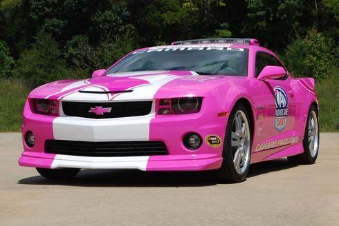 Chevrolet ส่ง Camaro สีชมพูเป็นรถ pace car รณรงค์ป้องกันมะเร็งเต้านม