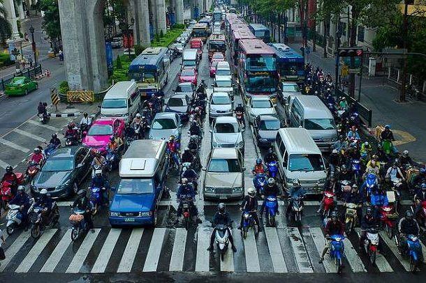 บิ๊กตู่วอนผู้ใช้รถทุกประเภทมีจิตสำนึกร่วมกันในการใช้ถนน ขู่ทำผิดต่อเนื่องเพิกถอนใบขับขี่ตลอดชีวิต
