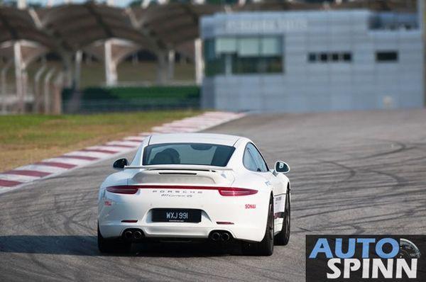 """ฝึกทักษะการขับขี่ไปกับ """"Porsche"""" ในสนามเซปัง เซอร์กิต"""