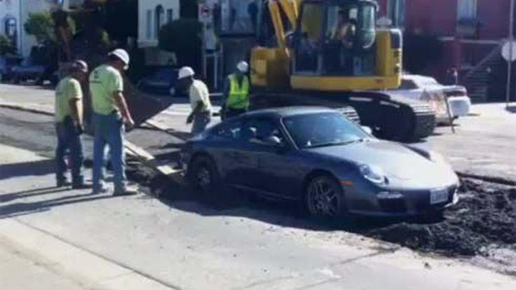 ซวยหรือซุ่มซ่าม?! Porsche 911 ขับตกหลุมซีเมนต์ ที่ซานฟรานซิสโก