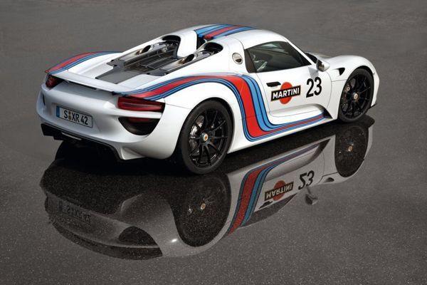 Porsche 918 Spyder ต้นแบบพลังไฮบริด 759 แรงม้า แต่จิบน้ำมัน 33 กิโลเมตรต่อลิตร