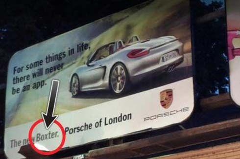 นักปราชญ์ยังรู้พลั้ง! บิลบอร์ดโฆษณา 'Porsche Boxster' ในกรุงลอนดอน