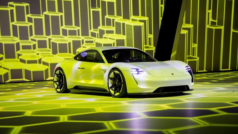 Porsche Mission E สปอร์ตพลังไฟฟ้า อาจมาพร้อมม้าถึง 607 แรงม้า สำหรับรุ่นท็อปไลน์
