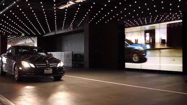"""Porsche เปลี่ยนรถทุกคันให้กลายเป็น """"Macan"""" ด้วยกระจกวิเศษ (ชมคลิป)"""