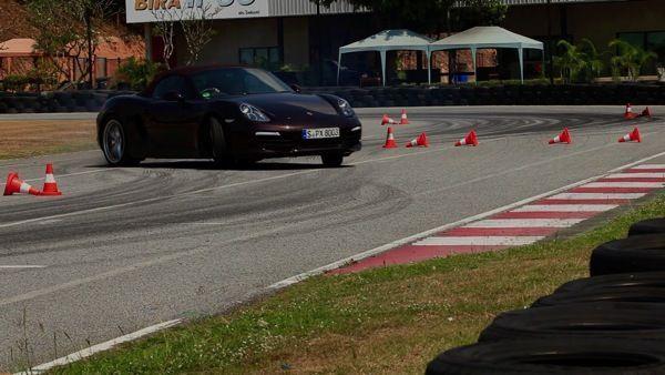 VDO ตัวอย่าง ภาพบรรยาดาศสุดมัน กับการทดสอบรถสปอร์ตสุดหรู ปอร์เช่ กว่า 20 คัน ในงาน Porsche World Roadshow 2013