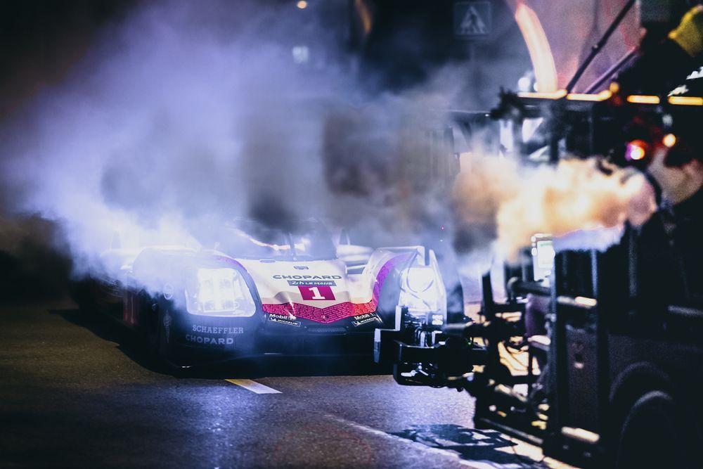 [PR News]ปอร์เช่ 919 ไฮบริด (Porsche 919 Hybrid) ปรากฏตัวยามค่ำคืนใจกลางกรุงเทพฯ