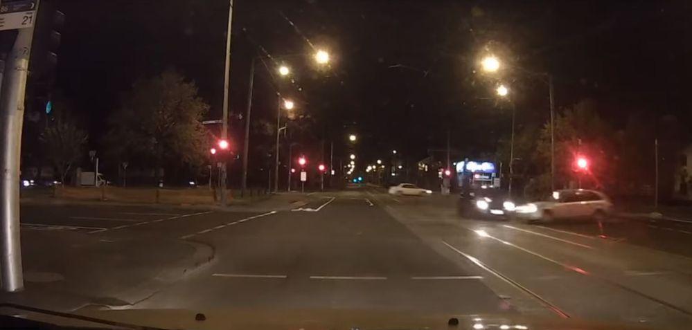 อุทาหรณ์สำหรับคนที่ชอบขับรถผ่าไฟแดง