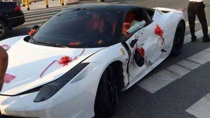 บ่าวสาวเช่า Ferrari 458 Italia ชนยับหลังงานแต่งงาน