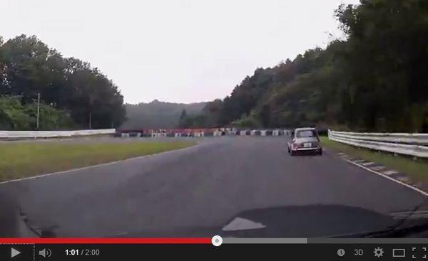 เสียฟอร์ม! Subaru WRX STI ไล่ Mini คลาสสิก แต่หลุดโค้งชนกำแพง