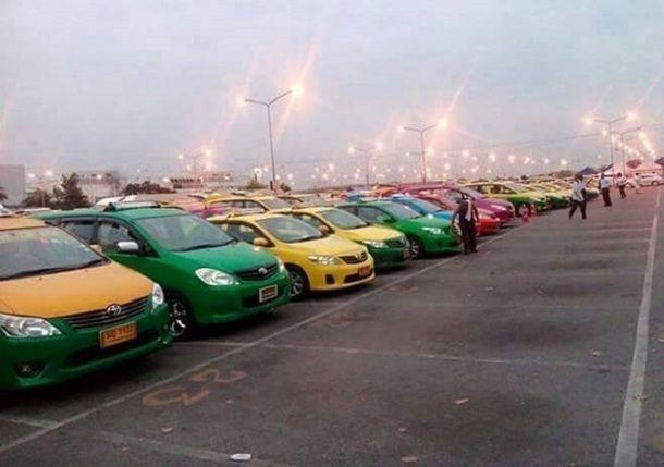 เงิบรับประทาน แท๊กซี่แวนสนามบินประท้วงหยุดบริการ ชาวเน็ตบอกเชิญตามสบายใครง้อมิทราบ