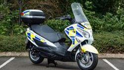 Suzuki Burgman Fuel Cell สกู๊ตเตอร์พลังไฮโดรเจนสำหรับเจ้าหน้าที่ตำรวจในลอนดอน