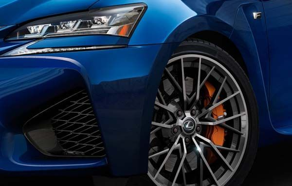 """Lexus ปล่อยภาพทีเซอร์รถสมรรถนะสูงรุ่นใหม่ """"พร้อมสำหรับสนามแข่ง"""""""