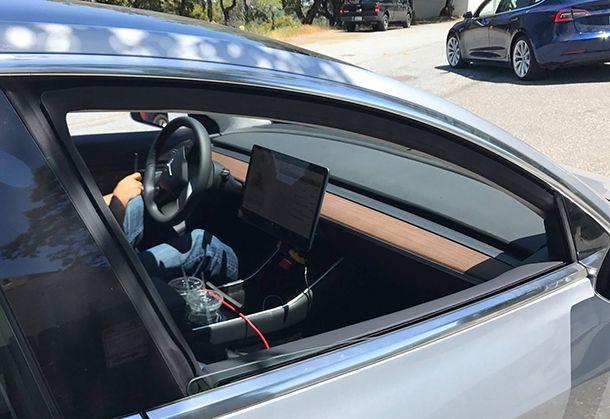 สุดยอดมินิมอล เผยภาพห้องโดยสาร Tesla Model 3