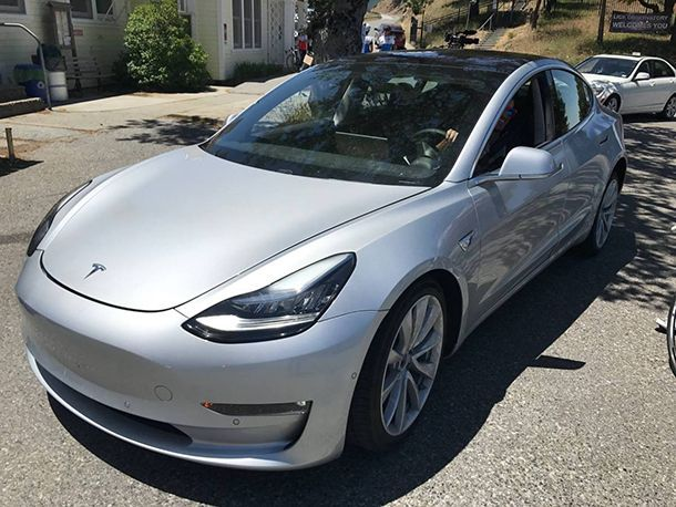 Tesla Model 3 ขึ้นสายการผลิตสัปดาห์นี้ ก่อนส่งมอบปลายเดือน