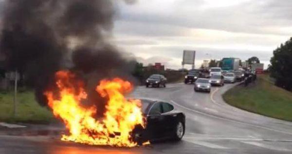 หุ้น Tesla รูดระนาว หลังรถไฟฟ้า Model S ไฟลุกท่วมกลางถนนในสหรัฐฯ