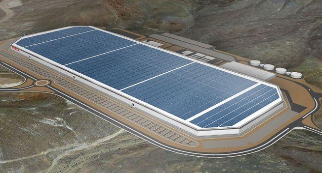 """Tesla เดินเครื่องโรงงานผลิตแบตเตอรี่ """"Gigafactory"""""""