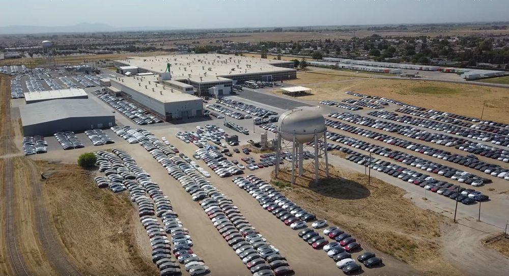 เมื่อรถ Tesla นับพันคันถูกจอดทิ้งไว้ในอเมริกา