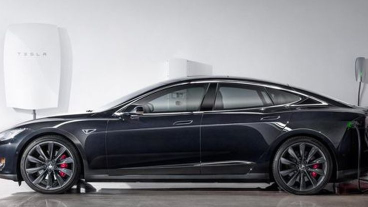 Tesla Powerwall แบตเตอรี่สำหรับใช้งานในบ้าน ชาร์จไฟด้วยโซลาร์เซลส์