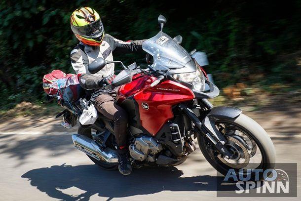 [Test Ride] Honda VFR1200X Cross Tourer: เจ้าพ่อทางดำกับจุดเริ่มต้นของระบบส่งกำลังแห่งอนาคต