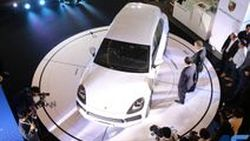 The new Cayenne  ปอร์เช่ suv พร้อมขุมพลัง E-performance เสริมทางเลือกสุดพิเศษด้วยรุ่นปลั๊ก-อิน ไฮบริด