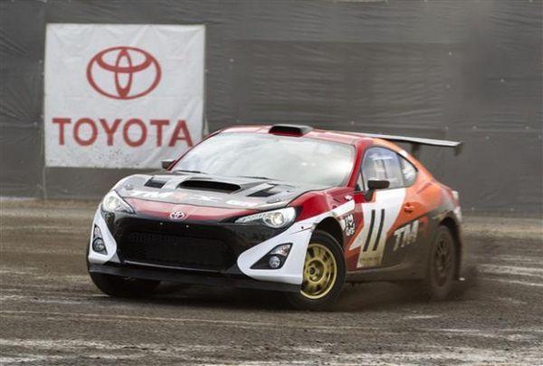 ประธาน Toyota โชว์ขับรถสปอร์ต GT86  ขับเคลื่อนสี่ล้อคันเดียวในโลก
