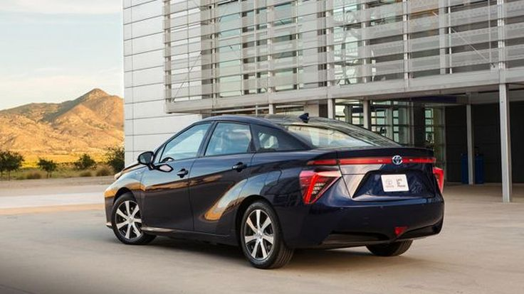 "Toyota ยืนยันดื่ม ""น้ำ"" จากท่อไอเสียรถไฮโดรเจนปลอดภัยกว่าดื่ม ""นม"""