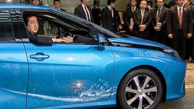 Toyota ส่งมอบรถไฮโดรเจนคันแรก Mirai ให้นายกรัฐมนตรีญี่ปุ่น