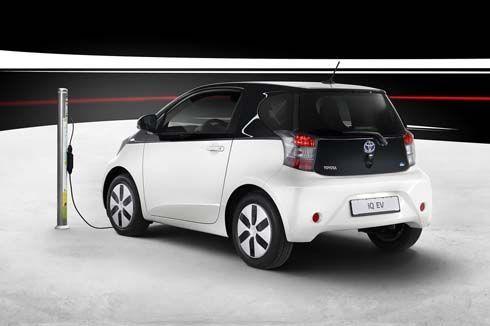 เปิดตัว 2013 Toyota iQ EV รถไฟฟ้าเสียบปลั๊กชาร์จแบตฯ ใช้เวลาเพียง 15 นาที