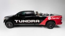 สั่งพิซซ่าไหม Toyota Tundra Pie Pro พลังไฮโดรเจนพร้อมเครื่องทำพิซซ่าเคลื่อนที่ในงาน SEMA